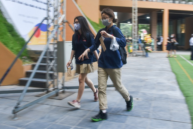 Tiết học đầu tiên giàu cảm xúc của học sinh Hà Nội sau 3 tháng nghỉ dịch - 3