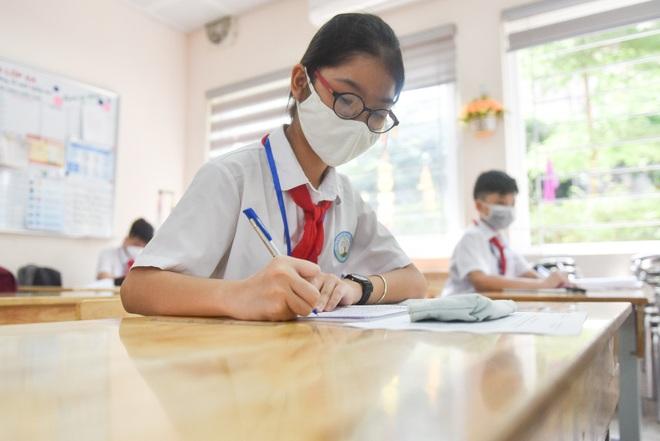 Tiết học đầu tiên giàu cảm xúc của học sinh Hà Nội sau 3 tháng nghỉ dịch - 11