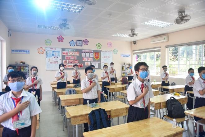Tiết học đầu tiên giàu cảm xúc của học sinh Hà Nội sau 3 tháng nghỉ dịch - 7