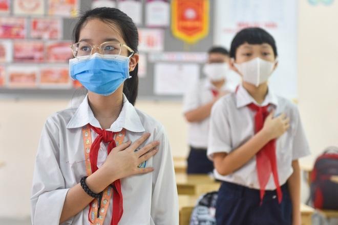 Tiết học đầu tiên giàu cảm xúc của học sinh Hà Nội sau 3 tháng nghỉ dịch - 8