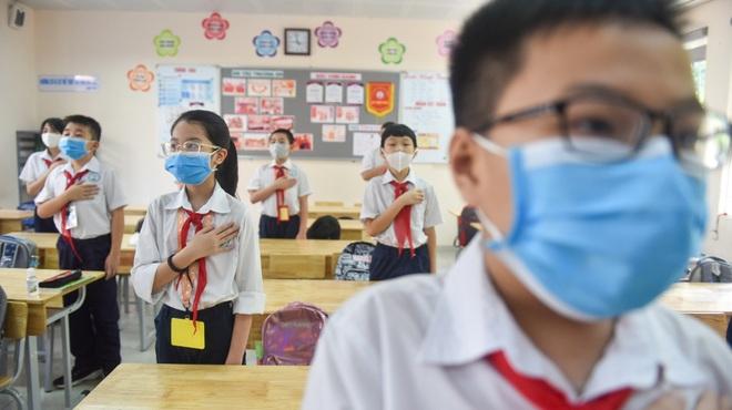 Tiết học đầu tiên giàu cảm xúc của học sinh Hà Nội sau 3 tháng nghỉ dịch - 9