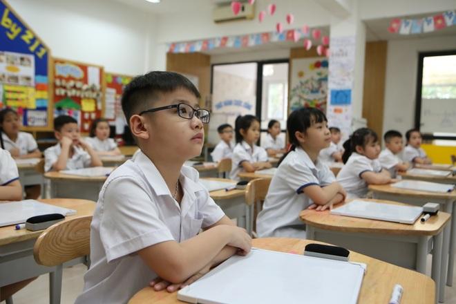 Học sinh mầm non, tiểu học nô nức tới trường sau 3 tháng nghỉ phòng dịch - 12