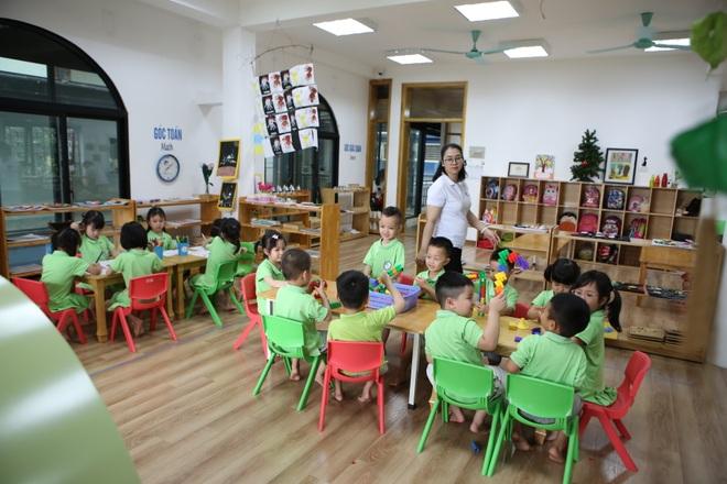 Học sinh mầm non, tiểu học nô nức tới trường sau 3 tháng nghỉ phòng dịch - 23