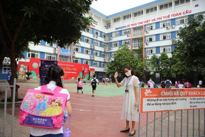 Học sinh mầm non, tiểu học nô nức tới trường sau 3 tháng nghỉ phòng dịch - 6