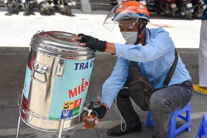 Hà Nội: Mát lòng trà chanh đá miễn phí giữa ngày nắng đỉnh điểm - 7