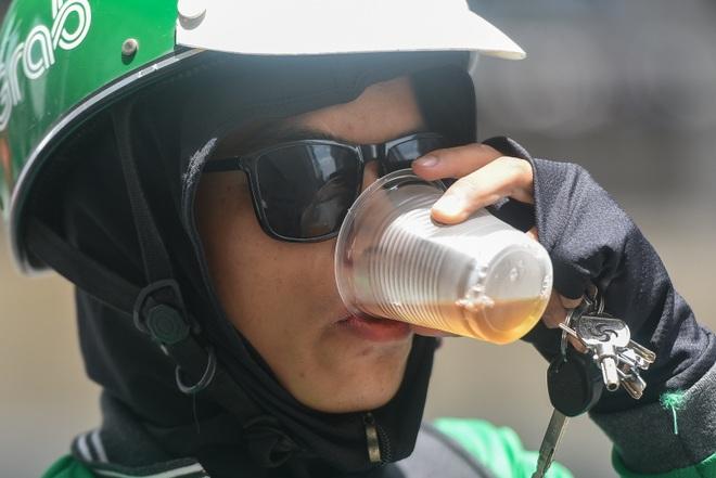 Hà Nội: Mát lòng trà chanh đá miễn phí giữa ngày nắng đỉnh điểm - 19