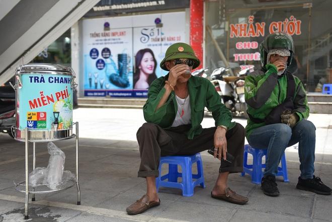 Hà Nội: Mát lòng trà chanh đá miễn phí giữa ngày nắng đỉnh điểm - 11
