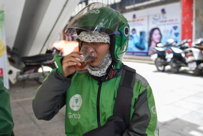 Hà Nội: Mát lòng trà chanh đá miễn phí giữa ngày nắng đỉnh điểm - 21