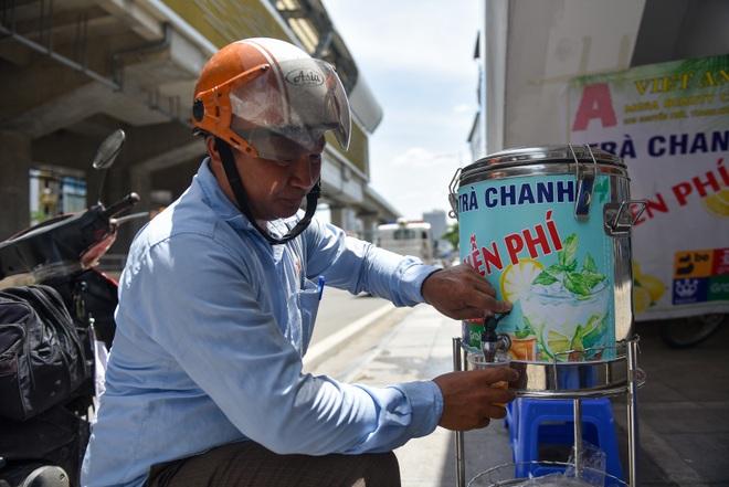 Hà Nội: Mát lòng trà chanh đá miễn phí giữa ngày nắng đỉnh điểm - 16