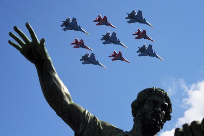 Mãn nhãn dàn khí tài khủng của Nga trong lễ duyệt binh - 19
