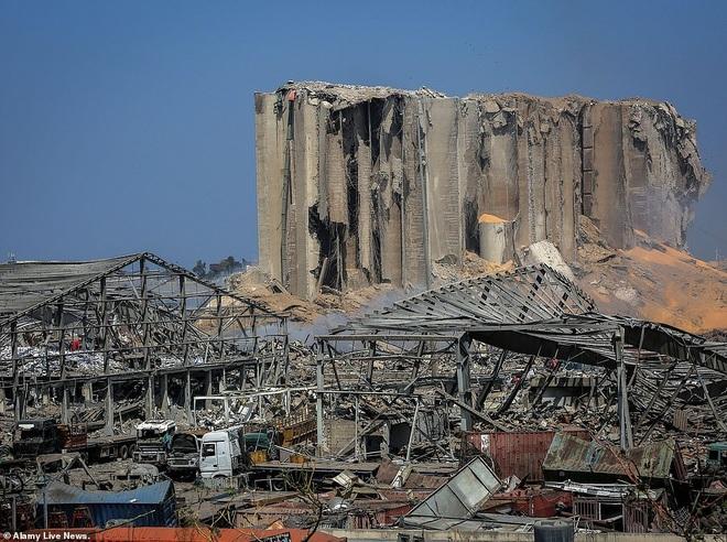 Thủ đô của Li Băng biến dạng sau vụ nổ kinh hoàng khiến 135 người chết - 10