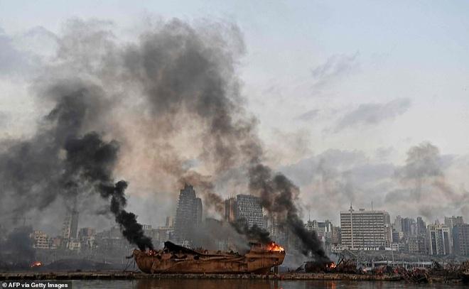 Thủ đô của Li Băng biến dạng sau vụ nổ kinh hoàng khiến 135 người chết - 14
