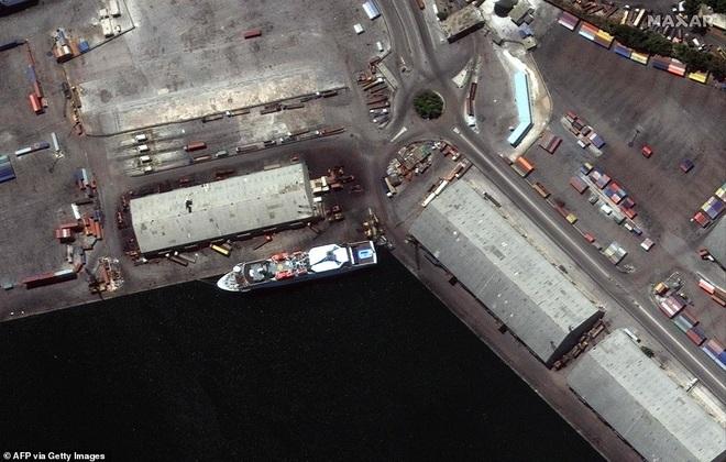 Thủ đô của Li Băng biến dạng sau vụ nổ kinh hoàng khiến 135 người chết - 7