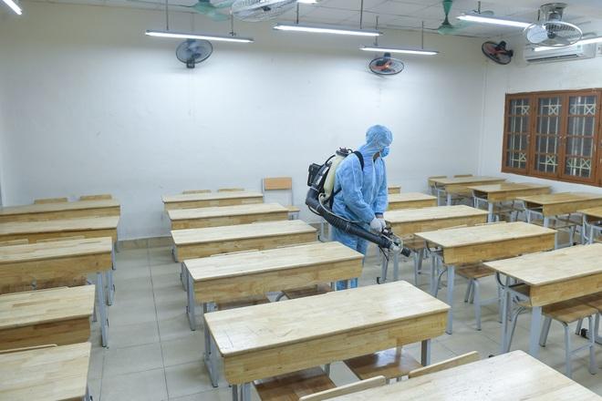 Các trường THPT được khử khuẩn trước kỳ thi tốt nghiệp THPT - 4