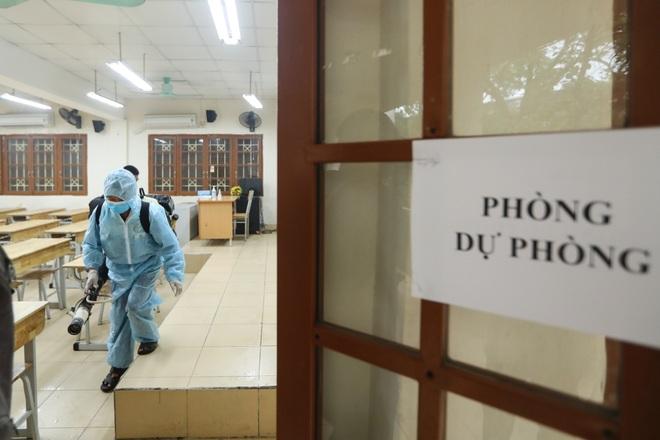 Các trường THPT được khử khuẩn trước kỳ thi tốt nghiệp THPT - 8