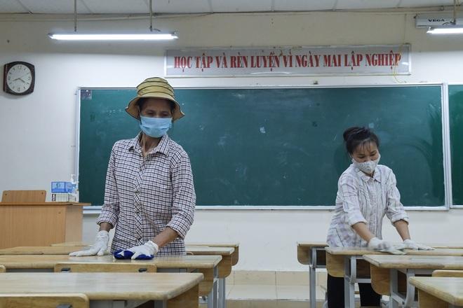 Các trường THPT được khử khuẩn trước kỳ thi tốt nghiệp THPT - 2