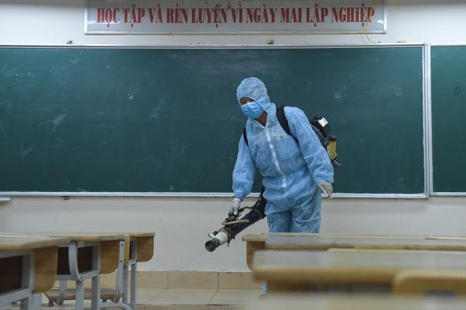 Các trường THPT được khử khuẩn trước kỳ thi tốt nghiệp THPT - 5