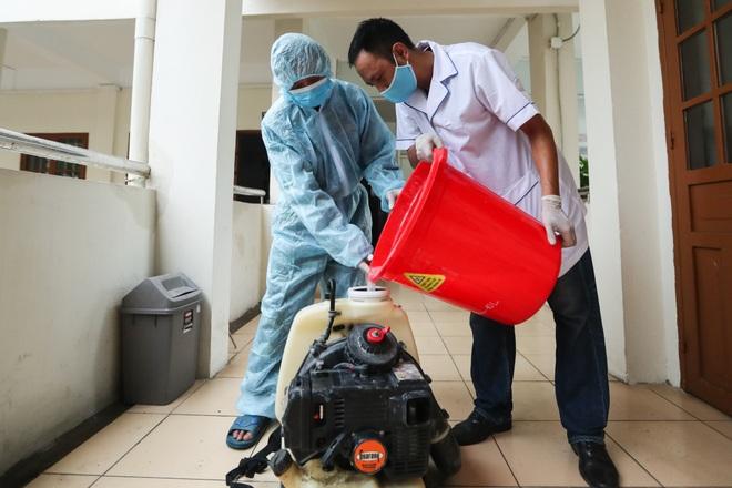 Các trường THPT được khử khuẩn trước kỳ thi tốt nghiệp THPT - 9