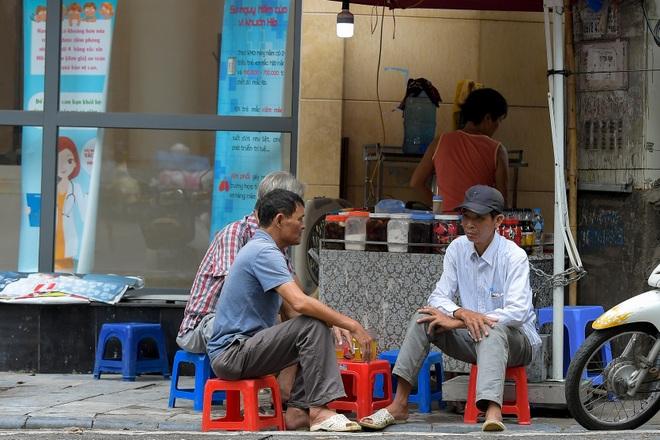 Nhiều người Hà Nội đang quá chủ quan trước dịch Covid-19 - 7
