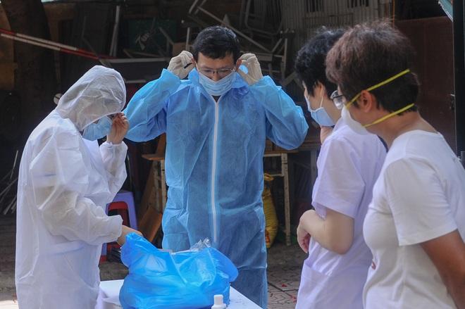 Hà Nội: Ngày đầu xét nghiệm PCR cho người trở về từ vùng dịch Đà Nẵng - 2
