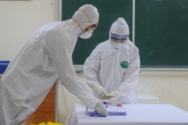 Hà Nội: Ngày đầu xét nghiệm PCR cho người trở về từ vùng dịch Đà Nẵng - 9
