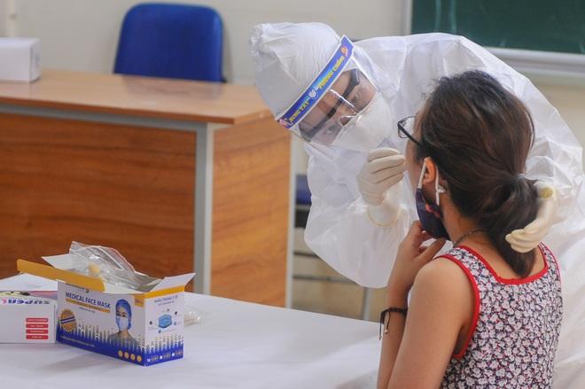 Hà Nội: Ngày đầu xét nghiệm PCR cho người trở về từ vùng dịch Đà Nẵng - 4