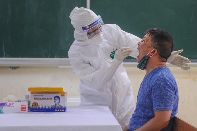 Hà Nội: Ngày đầu xét nghiệm PCR cho người trở về từ vùng dịch Đà Nẵng - 8