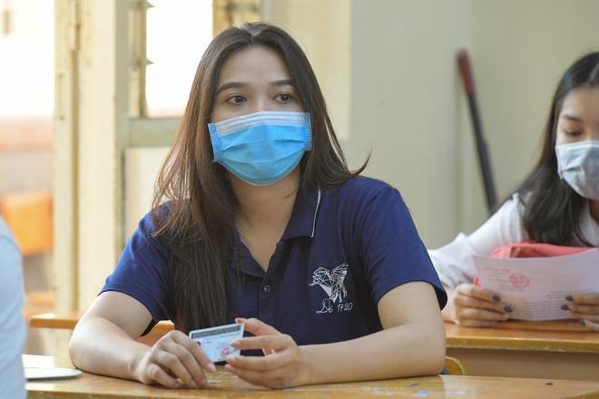 Ngắm nữ sinh duyên dáng trong mùa thi tốt nghiệp THPT 2020 - 8