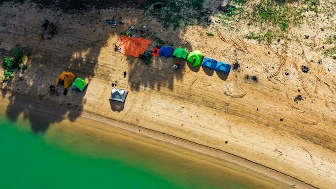 Đẹp đến nao lòng hồ nước nhân tạo lớn nhất Việt Nam - 11