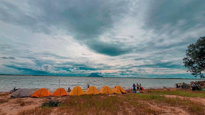Đẹp đến nao lòng hồ nước nhân tạo lớn nhất Việt Nam - 10