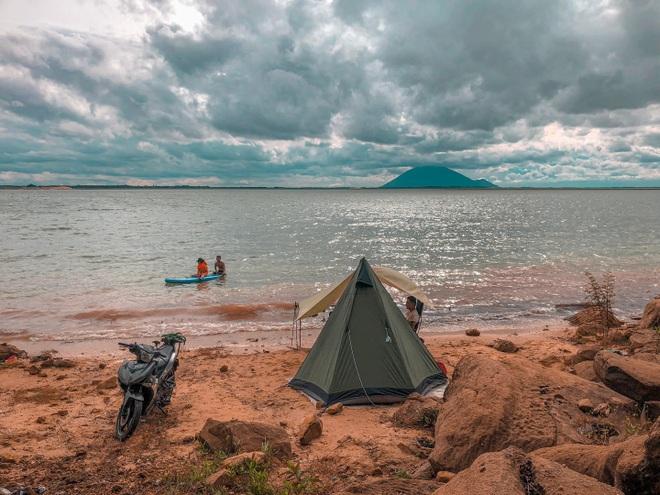 Đẹp đến nao lòng hồ nước nhân tạo lớn nhất Việt Nam - 9