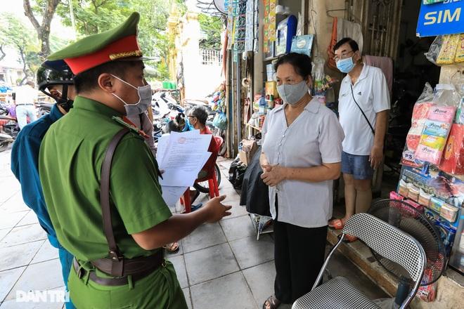 Hà Nội: Hàng loạt quán ăn vỉa hè lắp vách ngăn giọt bắn chống Covid-19 - 6