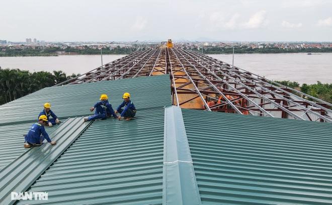 Cận cảnh đại công trường sửa chữa mặt cầu Thăng Long - 16
