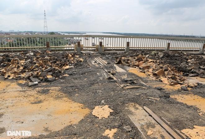 Cận cảnh đại công trường sửa chữa mặt cầu Thăng Long - 11