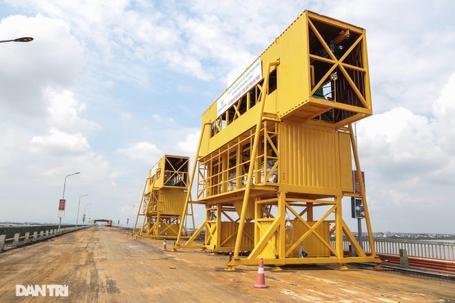 Cận cảnh đại công trường sửa chữa mặt cầu Thăng Long - 9