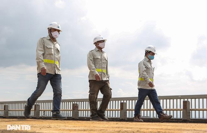 Cận cảnh đại công trường sửa chữa mặt cầu Thăng Long - 5
