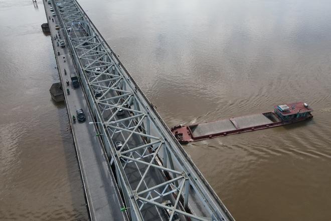 Hà Nội: Nhìn từ trên cao cây cầu huyết mạch đang được kiến nghị sửa chữa - 14