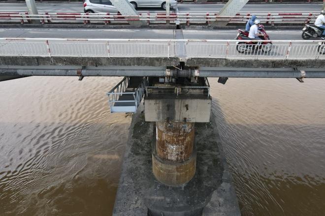 Hà Nội: Nhìn từ trên cao cây cầu huyết mạch đang được kiến nghị sửa chữa - 10