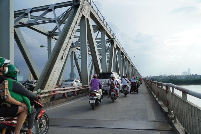 Hà Nội: Nhìn từ trên cao cây cầu huyết mạch đang được kiến nghị sửa chữa - 5