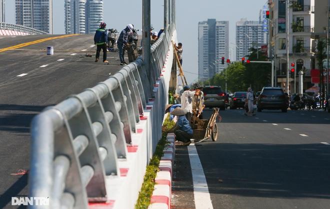 Diện mạo cây cầu vượt quy mô lớn nhất Hà Nội sẽ khánh thành vào ngày 28/8 - 7