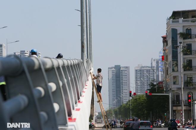 Diện mạo cây cầu vượt quy mô lớn nhất Hà Nội sẽ khánh thành vào ngày 28/8 - 10