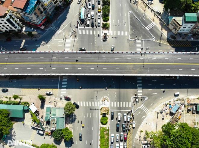 Diện mạo cây cầu vượt quy mô lớn nhất Hà Nội sẽ khánh thành vào ngày 28/8 - 3