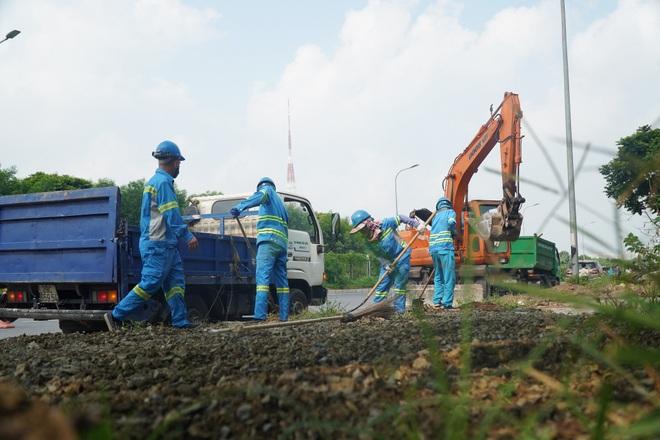 Dọn gần 200 tấn rác thải dọc đại lộ Thăng Long sau phản ánh của báo Dân trí - 10