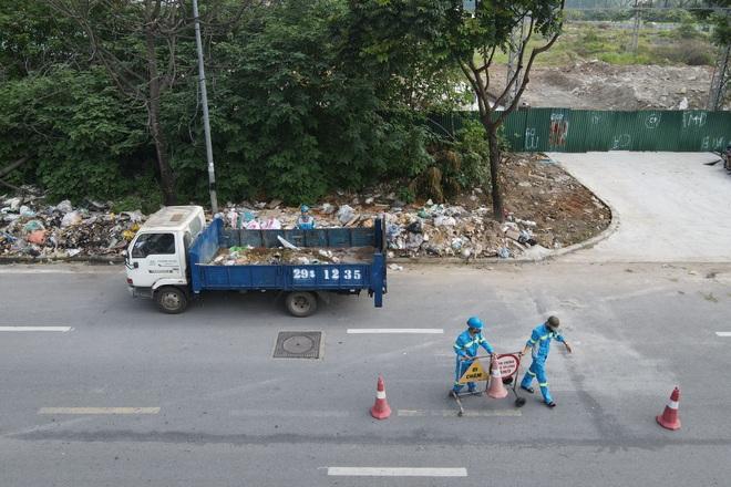 Dọn gần 200 tấn rác thải dọc đại lộ Thăng Long sau phản ánh của báo Dân trí - 2