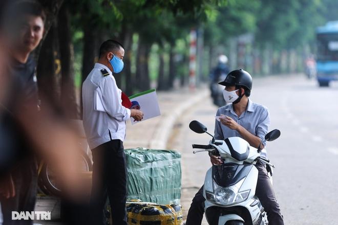 Hà Nội: Chim mồi bám CSGT và cú điện thoại mật báo tới nhà xe - 13