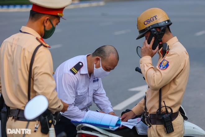 Hà Nội: Chim mồi bám CSGT và cú điện thoại mật báo tới nhà xe - 5