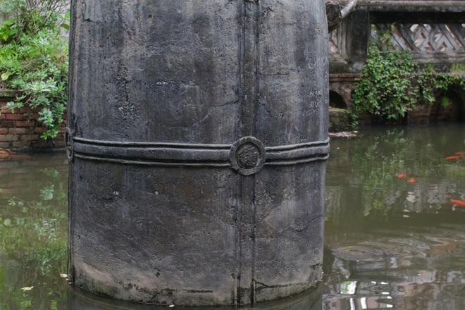 Chùa Cổ Lễ có sự khác biệt rất lớn và rõ rệt về kiến trúc so với các ngôi chùa cổ khác ở Việt Nam. Nếu như chùa cổ Việt Nam thường thấp và trải rộng bề ngang với bộ khung gỗ lim vững chắc thì chùa Cổ Lễ không những rộng mà còn rất cao với kiến trúc mái vòm kiên cố.