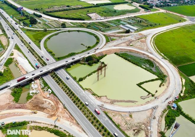 """Cận cảnh hầm chui """"trăm tỷ đồng"""" tại nút giao cao tốc Hà Nội – Bắc Giang - 4"""