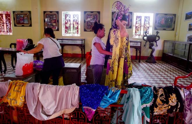 Hình ảnh cuộc sống những nghệ sĩ nặng lòng với nghề hát bội ở Sài Gòn - 12