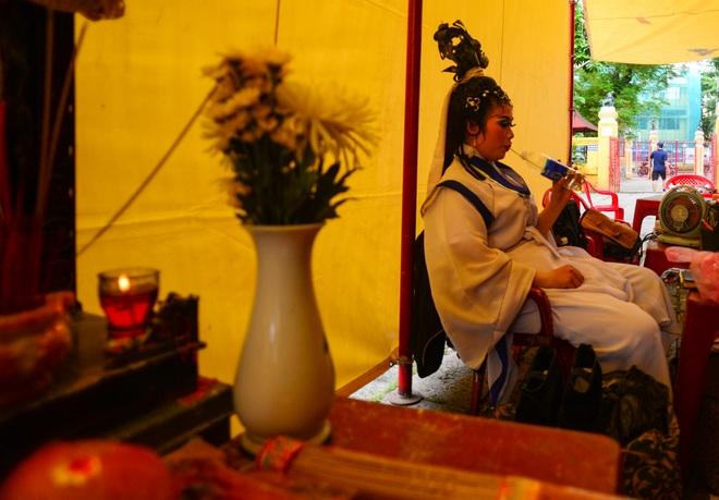 Hình ảnh cuộc sống những nghệ sĩ nặng lòng với nghề hát bội ở Sài Gòn - 16